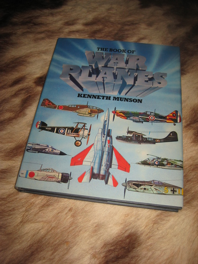 MUNSON: THE BOOK OF WAR PLANES. 1981.