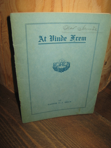 Brun: At Vinde Frem. 1932.